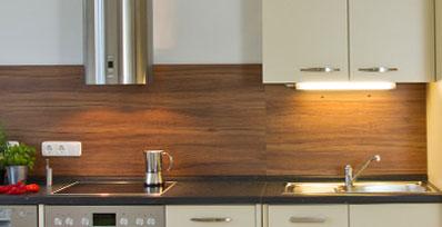 küche fliesenspiegel holz ? küchengestaltung kleine küche - Fliesenspiegel Küche Verkleiden