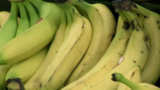 http://www.khq.com/story/27484769/man-arrested-deputies-say-he-aimed-banana-at-them