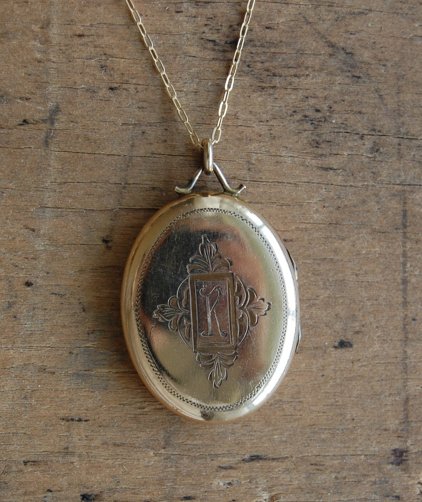 edwardian monogrammed book chain type lockets locket jewellery gold yellow with img