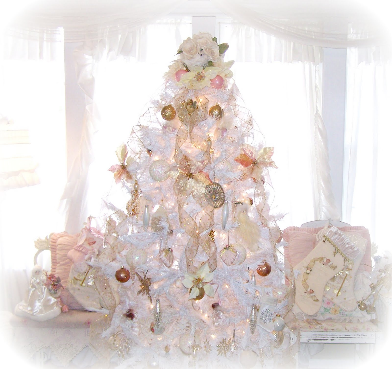 more shabby chic white christmas decorating to come have sugar sweet weekend i will be partying with the fabulous