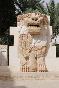 Λέοντα 2.000 ετών κατέστρεψαν τζιχαντιστές στην Παλμύρα