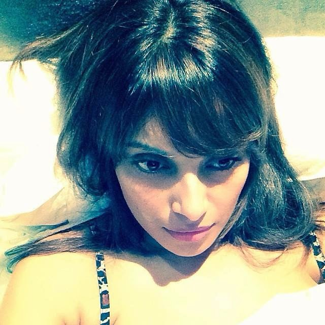 Selfie of Bipasha basu HD Wallpapers 2014