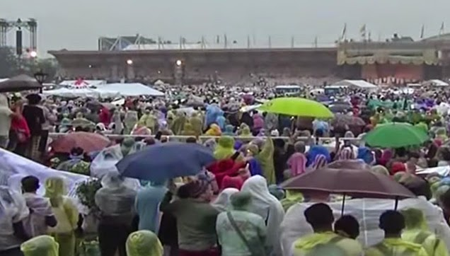 The rain may lowered the number of attendees but it won't stop the people from hearing the Mass.