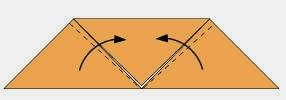 Bước 3: Gấp chéo hai hóc của tờ giấy lên phía trên.