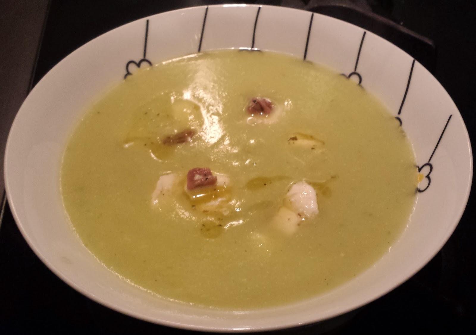 crema di zucchine con mozzarella e acciughe