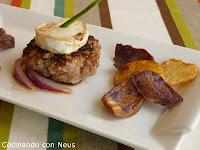 Mini hamburguesas de ternera con queso de cabra y patatas chips