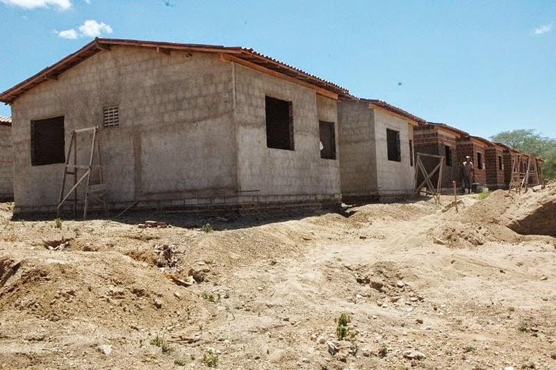 SÃO JOÃO DO TIGRE: Obras de 40 casas populares estão em fase de acabamento