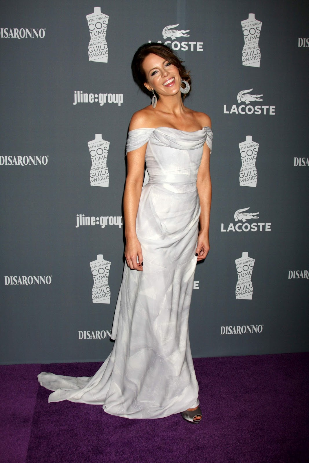 http://1.bp.blogspot.com/-hfozDRwjAXY/T1l0UTsgDlI/AAAAAAAAAjI/om7hH0eoYk8/s1600/Kate+Beckinsale+divinely+draped+goddess+www.ModaeAmor.com+002.jpg