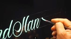 Monta un negocio de caligrafia