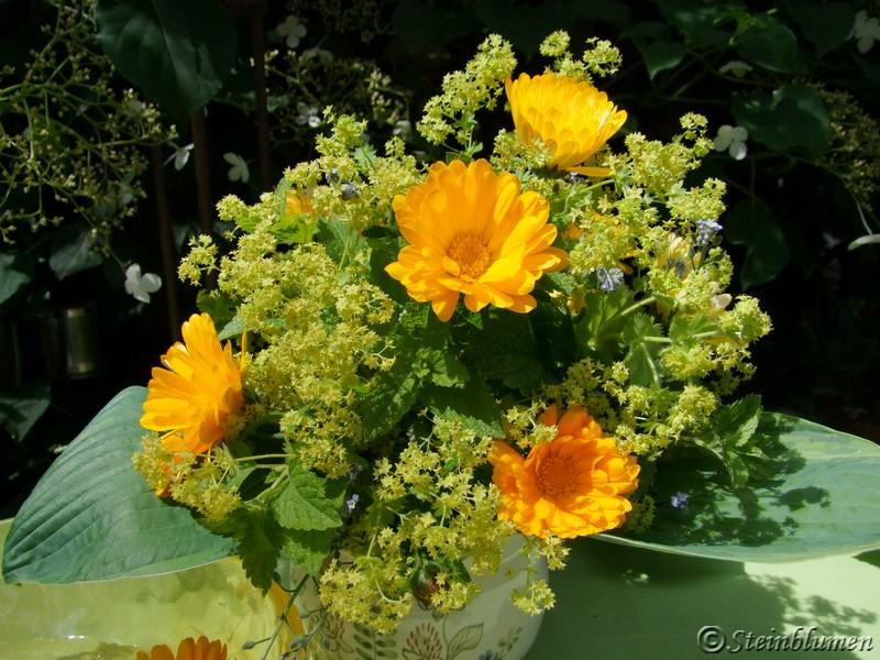 Blumenstrauss mit Ringelblumen