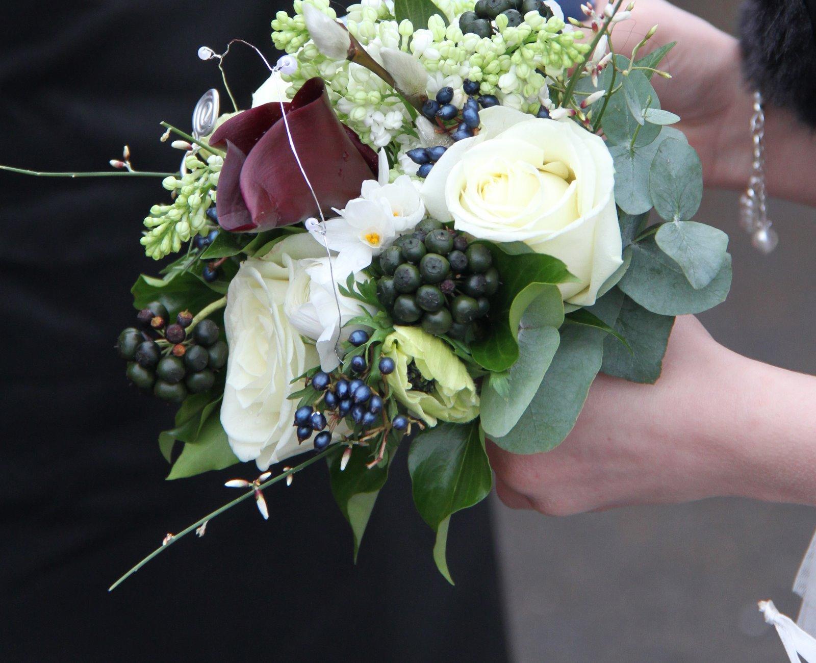 Flower Design Beautiful Bridesmaid\'s Bouquets: Black & White Flower ...