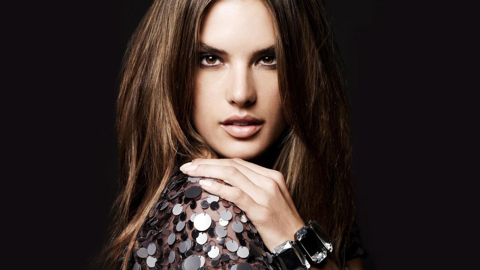 Alessandra Ambrosio Cute Pic
