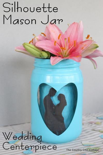 Silhouette Mason Jar für Hochzeiten - fügen Sie eine große Kissing Couple Silhouette auf ein Einmachglas für einen Spaß Hochzeit Mittelpunkt, dass Ihre Gäste werden sich daran erinnern!