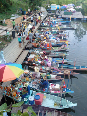 campus style, wordless wednesday, travelog, tut tut kenderaan di thailand, floating market thailand, trip ke thailand, friends, frenz forever
