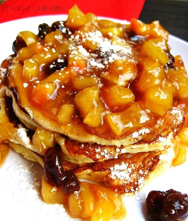 Tortitas americanas o pancakes de ricotta con compota de manzana