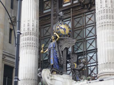 Queen of Time - Selfridges - Londra