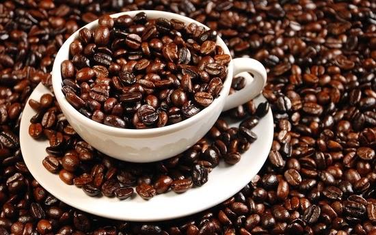 Tắm trắng da với cà phê