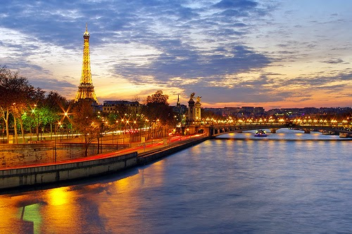 Paris Skyline dengan Sunset oleh James Whitesmith