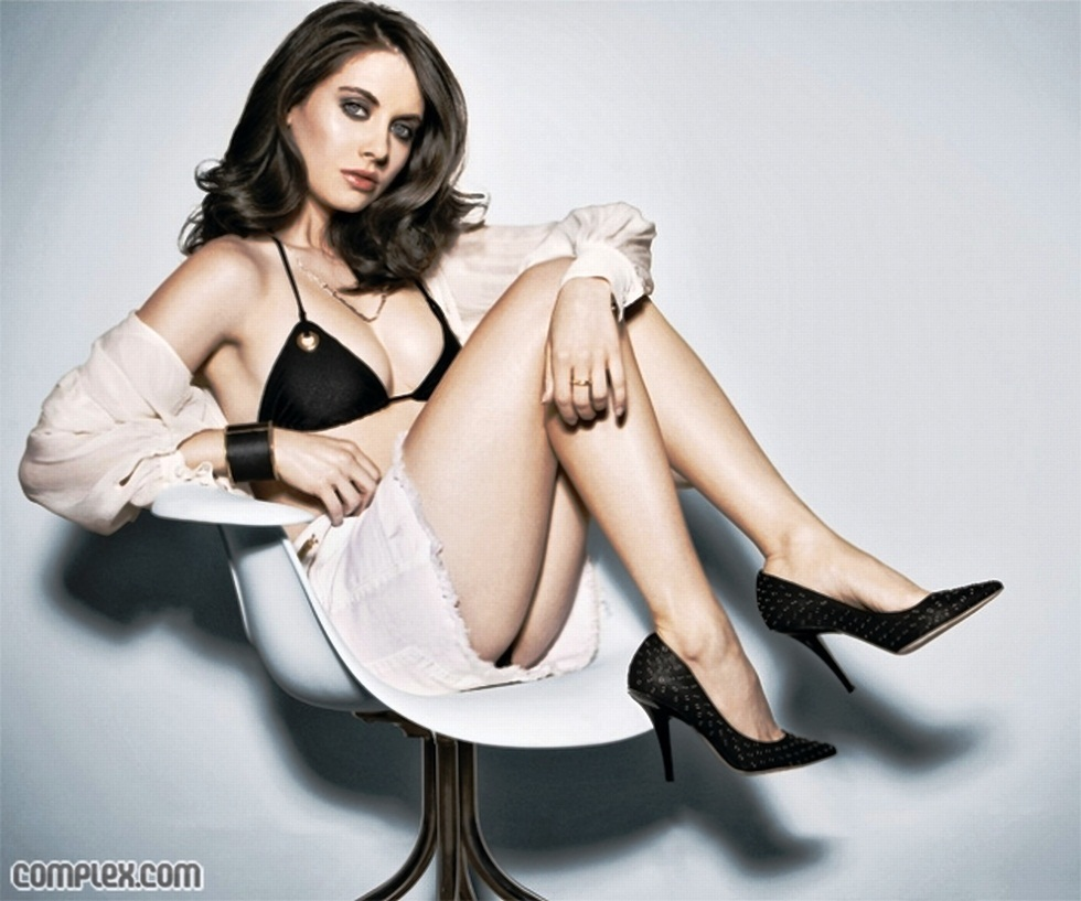 alison brie hot - photo #4