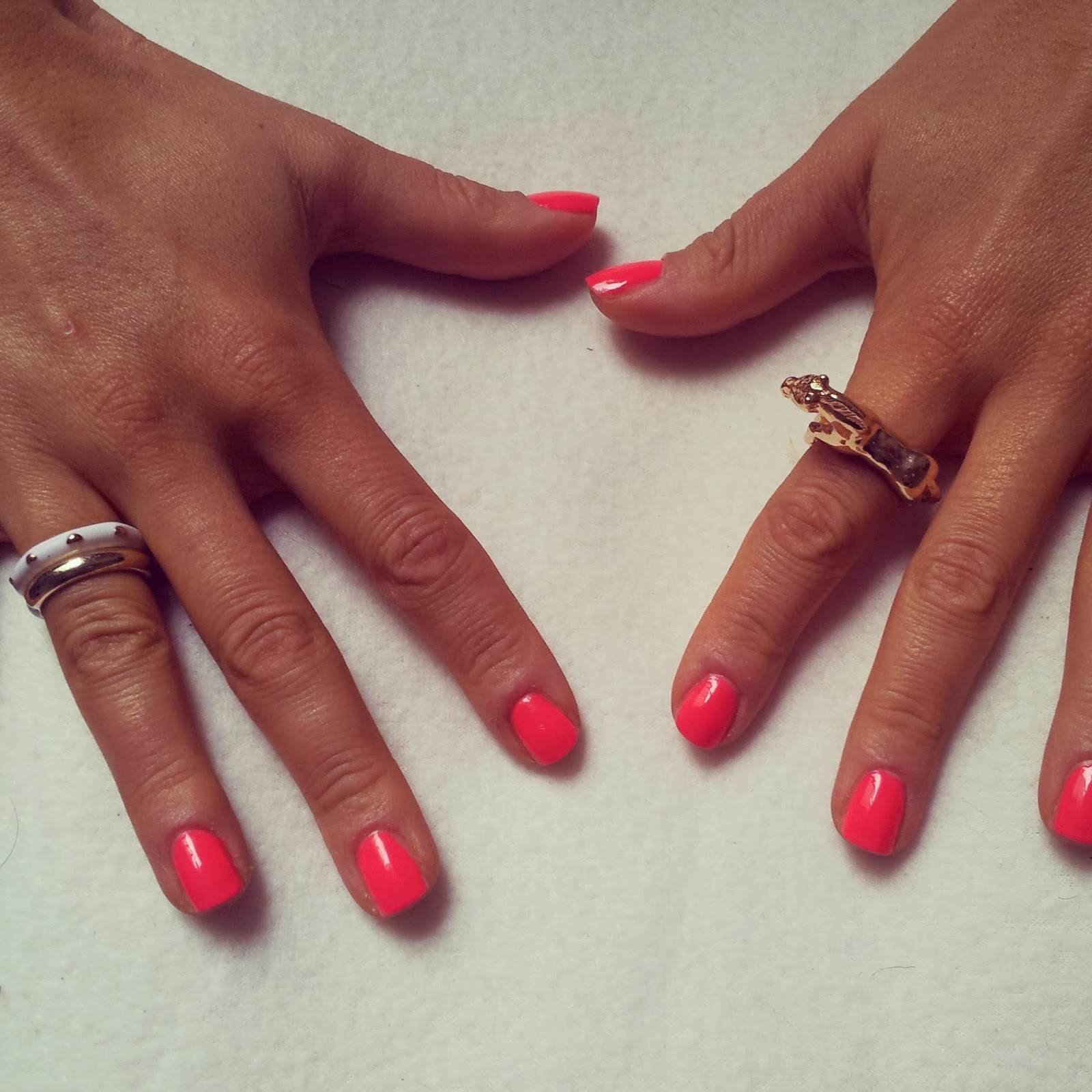 Likes and Love : Models Own neon pink nail vanish: review