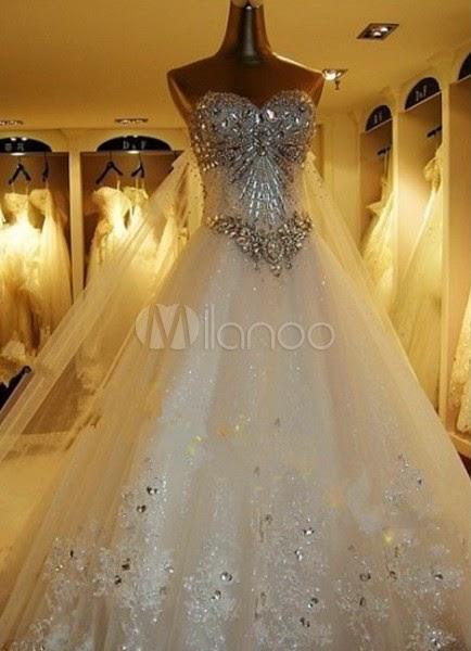 Robe de mariée boule blanche en organza bustier à traîne église