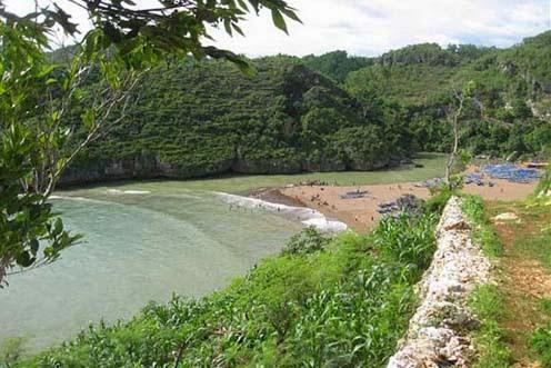 Objek Liburan Murah di Jogja, Wisata Pantai Baron Gunung Kidul