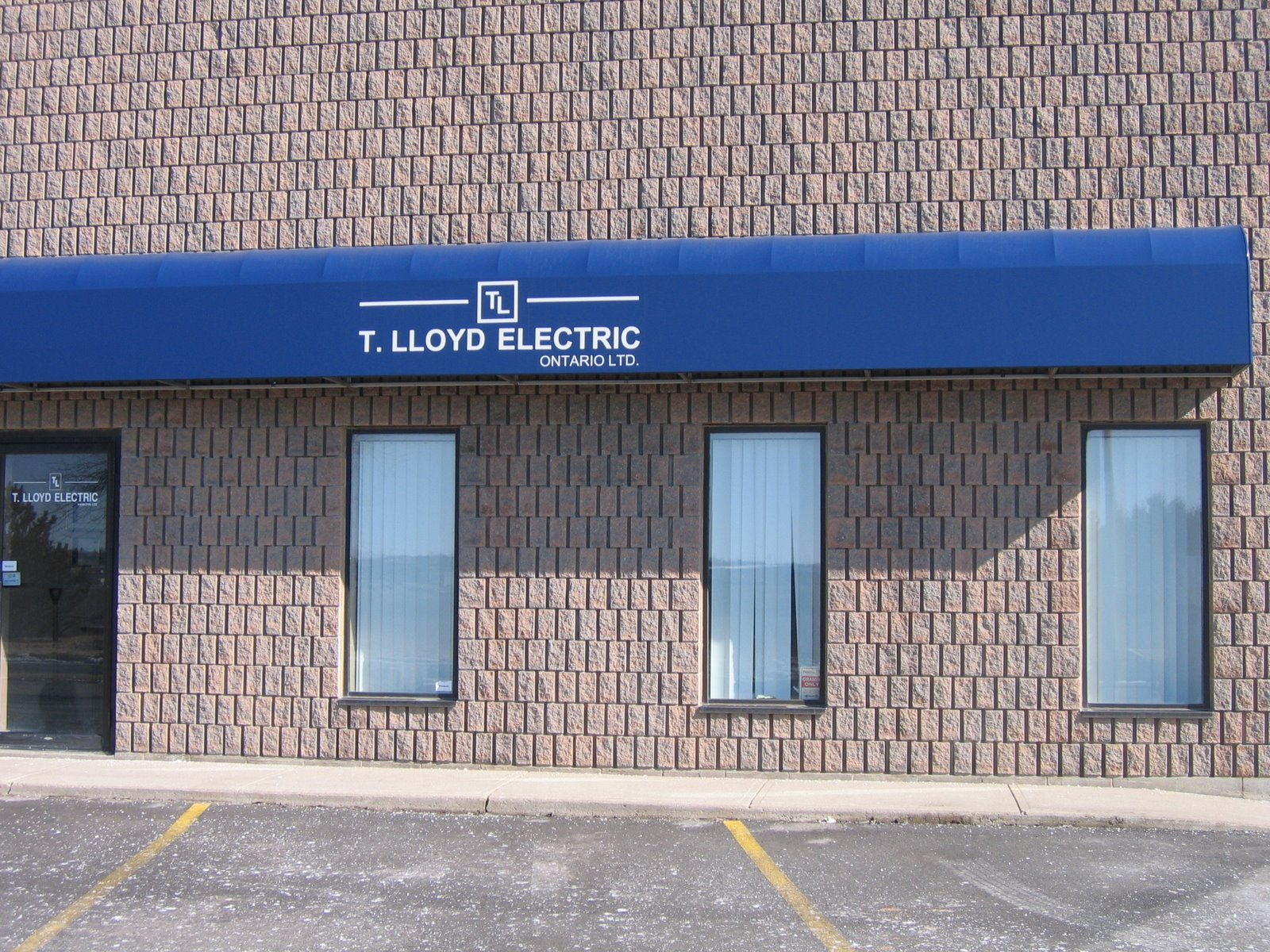 Awnings From Skyway Canvas Commercial Awnings