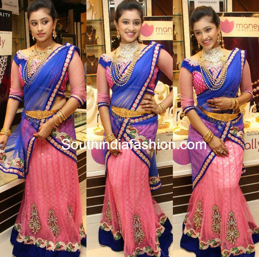 priya anduluri in half saree