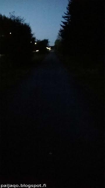 pimeä ja pelottava