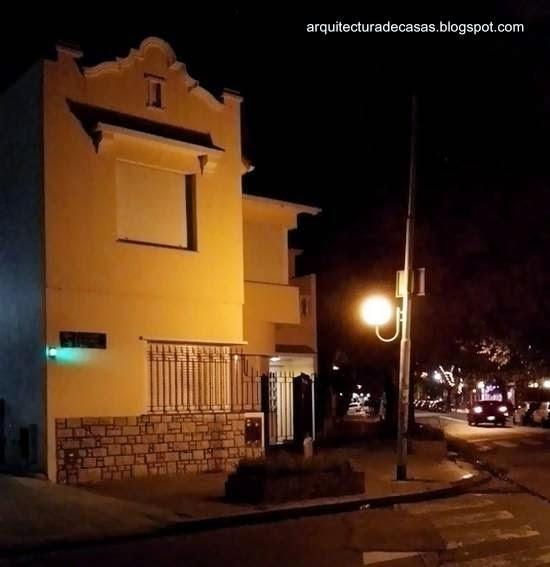 Casa moderna racionalista y con aspectos del estilo Colonial español