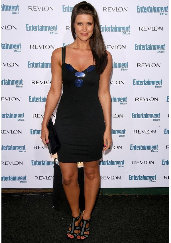 celebrity heights how tall are celebrities heights of celebrities how tall is sarah lancaster. Black Bedroom Furniture Sets. Home Design Ideas