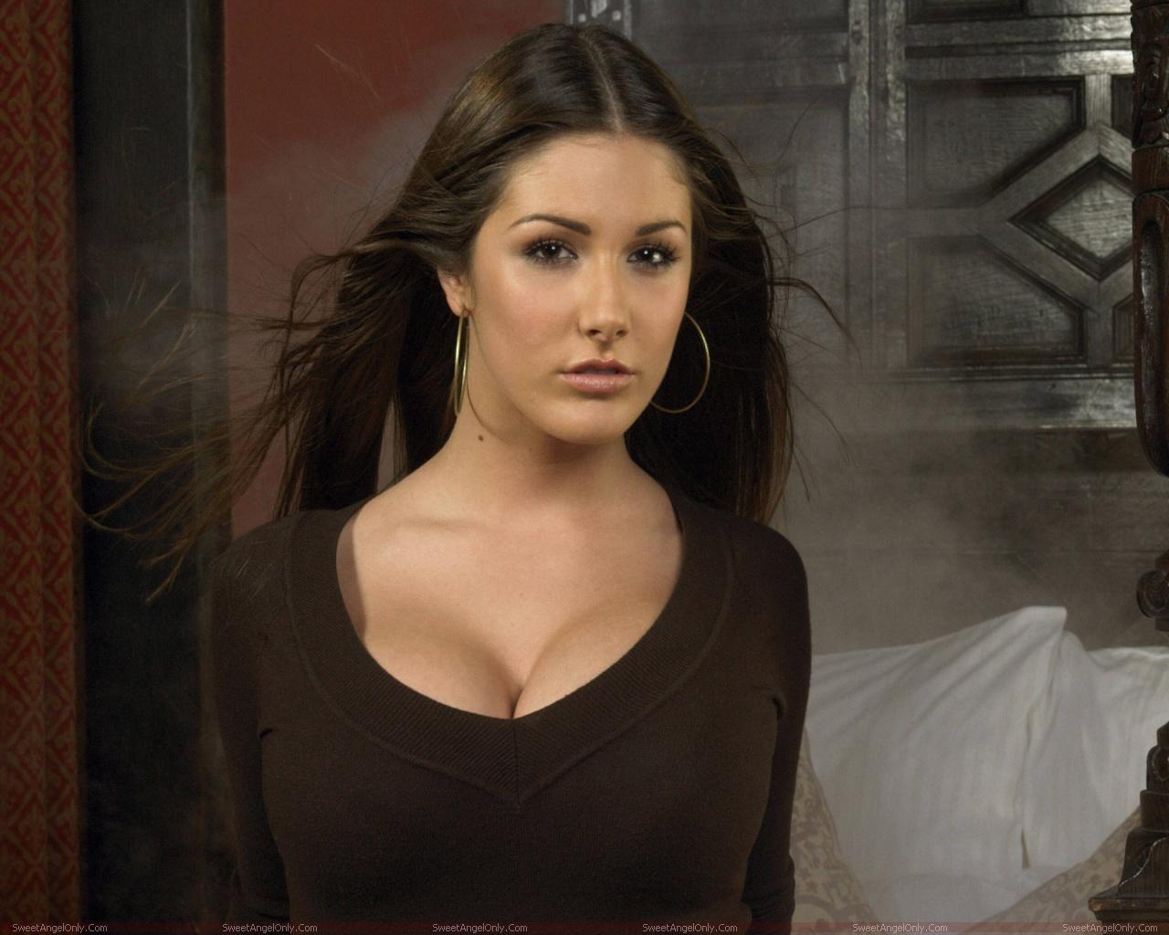 http://1.bp.blogspot.com/-hhuNewCJHtM/TYdh4wpEtxI/AAAAAAAAF2k/bEIEUfqXKfY/s1600/lucy_pinder_hollywood_hot_actress_wallpaper_sweetangelonly_03.jpg