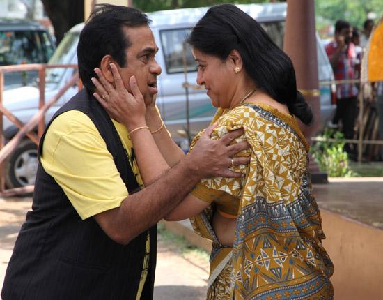 siddarth hansika something something movie stills10