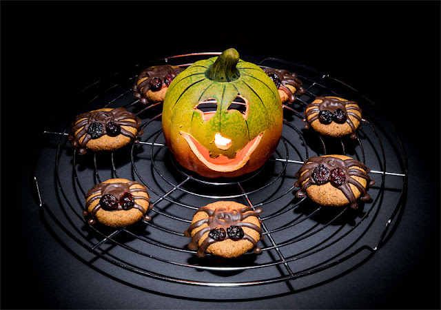 Vegan almonds cookies halloween spiders with pumpkin