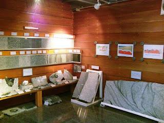 石の百年館(旧館) 展示・石の標本2