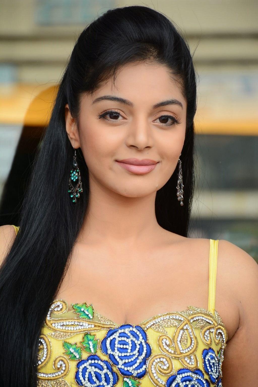 Sanam Shetty New latest Cute Photos