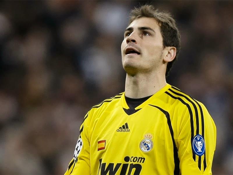 Iker Casillas o 4° melhor goleiro do pro evolution soccer 2013.