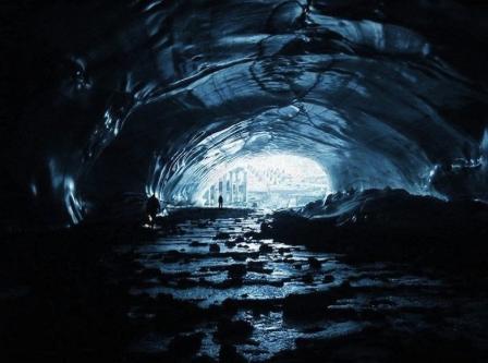 US Naval officer Saw A Secret Alien Base In Antarctica
