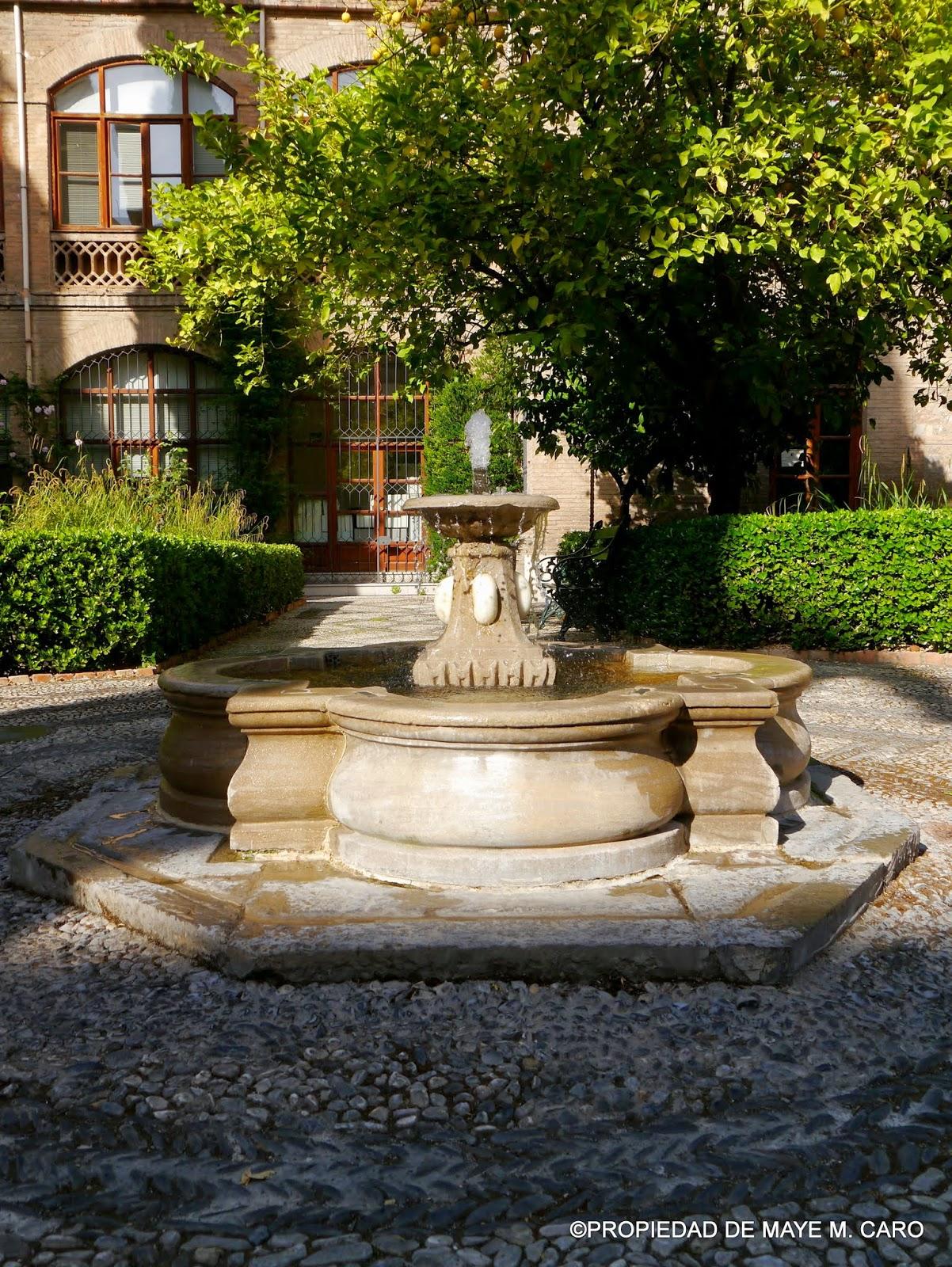Fuentes de granada fuente del patio del antiguo edificio - Fuentes de patio ...