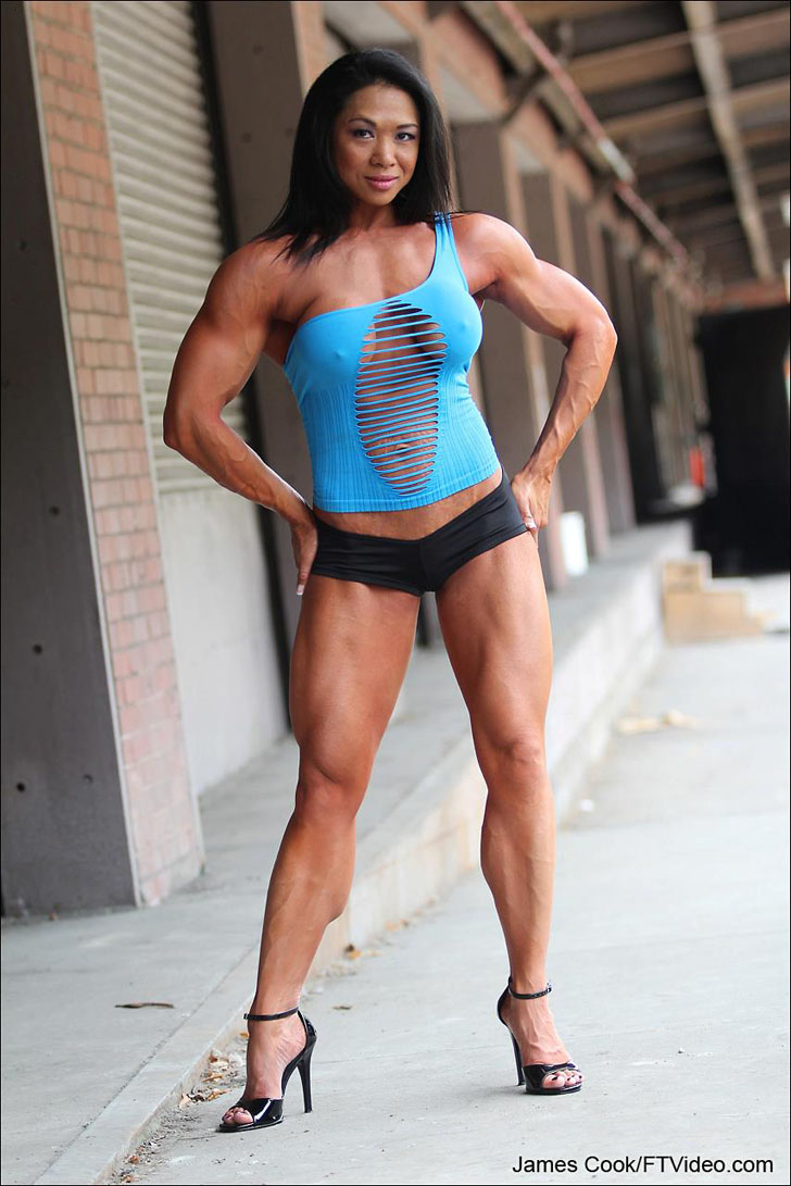 Janet Rosa Flexing Her Quads And Calves In Heels