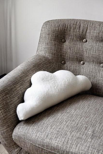 almofada em forma de nuvem