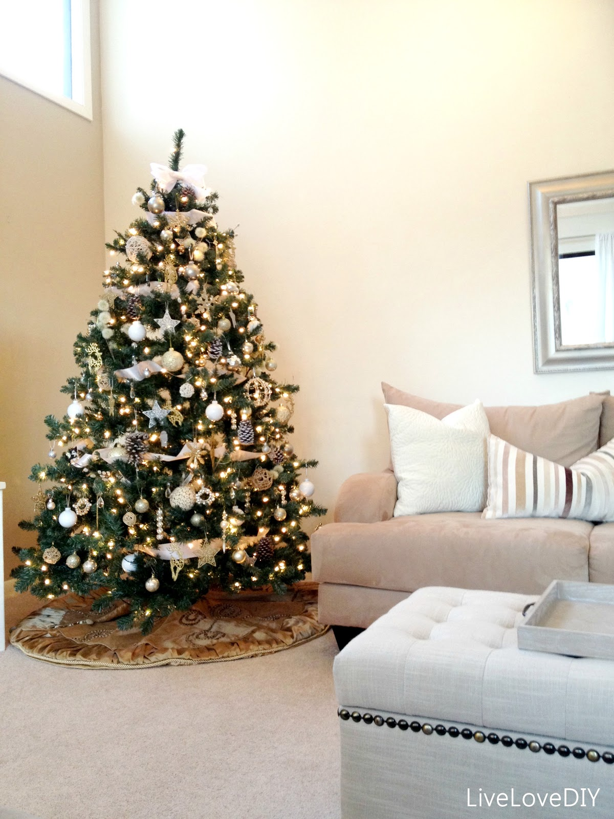 LiveLoveDIY: DIY Christmas Tree Decor