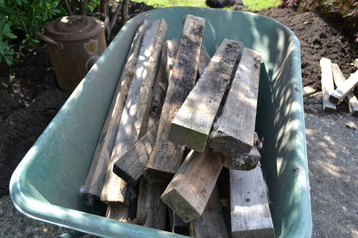 from dirt to a pallet wood walkway in the gardenfunky junk interiors