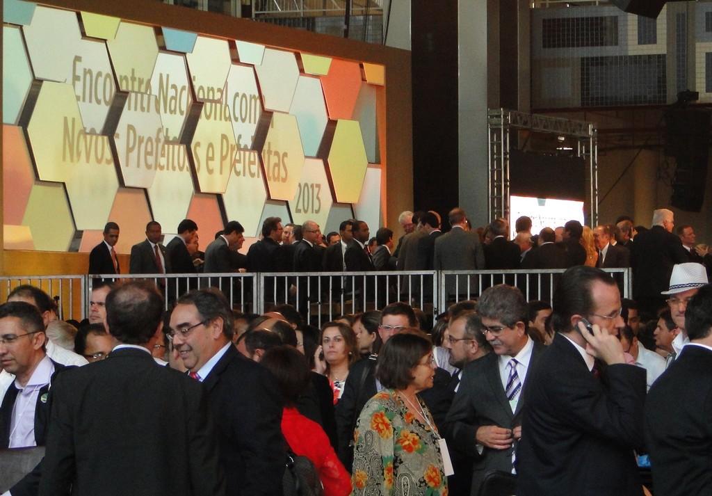 Encontro nacional reúne prefeitos de vários municípios em Brasília