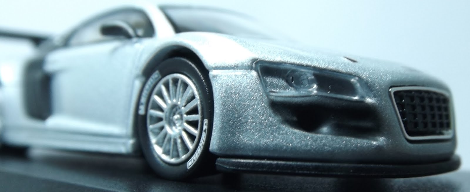Diecast kyosho audi r8 lms up front