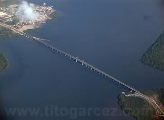 Vista aérea da ponte Gilberto Amado, que liga Porto do Cavalo a Terra Caída, em Sergipe