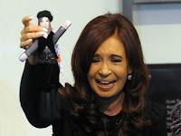 La muñeca de Cristina hecha por una artesana argentina