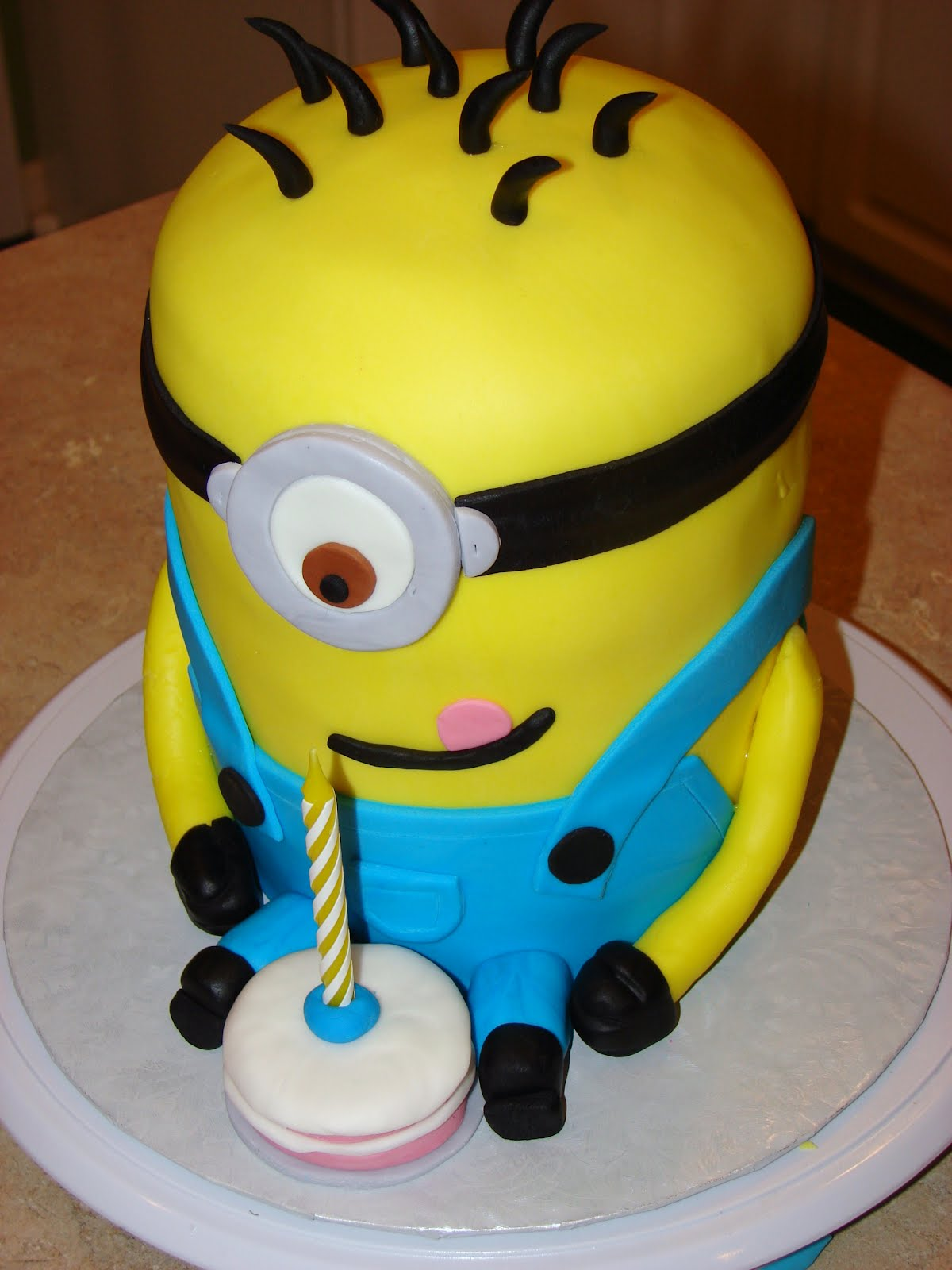 Ipsy bipsy bake shop minion cake for Minion template for cake