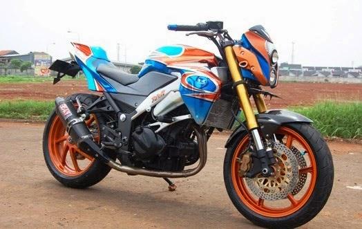 Foto Modifikasi Kawasaki Ninja 250R, Naked Ala Tirev