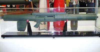 Senjata lawan tank (slt) latih 90 mm (foto defense studies)